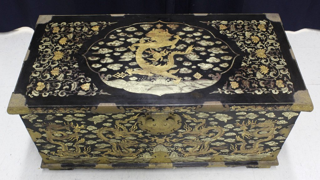 Elaborate & Detailed Antique Chinese Dragon Chest - 4