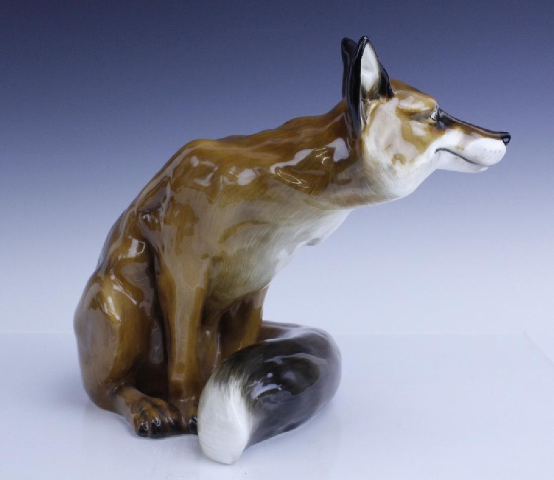 Large Royal Doulton Seated Fox Figurine HN2634 - 2