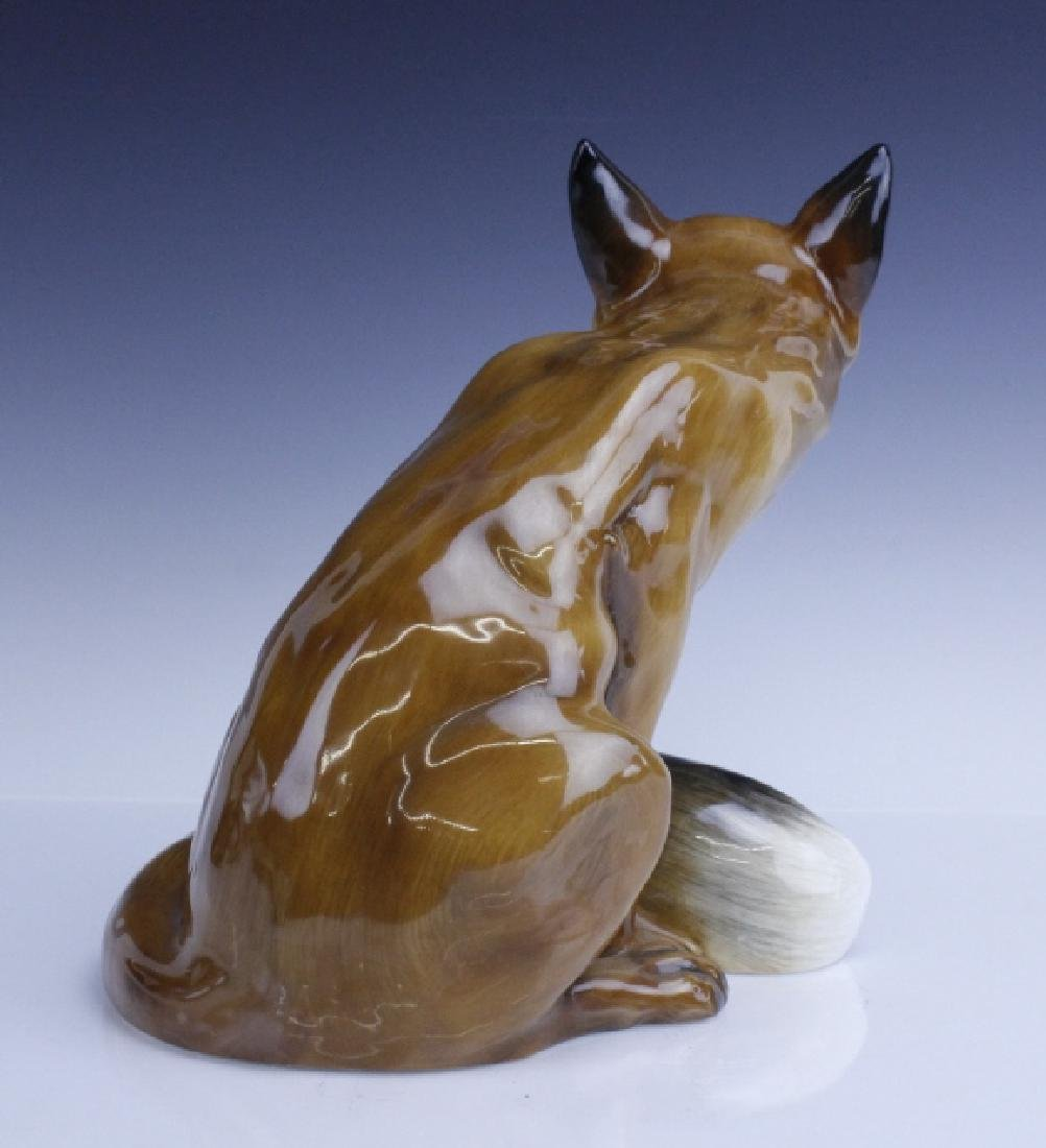 Large Royal Doulton Seated Fox Figurine HN2634 - 4