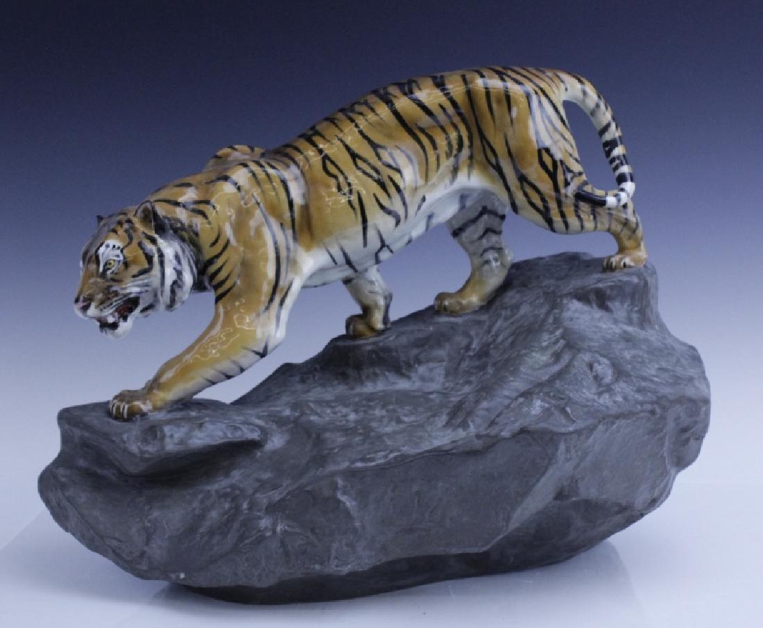Large Royal Doulton Tiger on Rock Sculpture HN2639