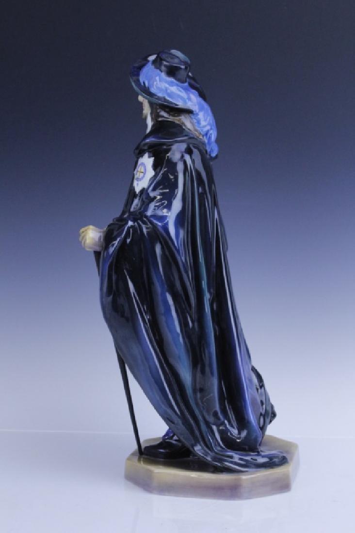 Large Royal Doulton KING CHARLES Figurine HN2084 - 10