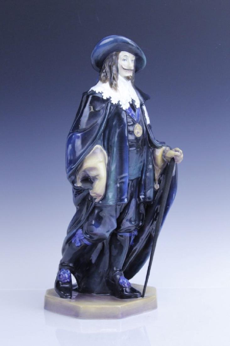 Large Royal Doulton KING CHARLES Figurine HN2084 - 7
