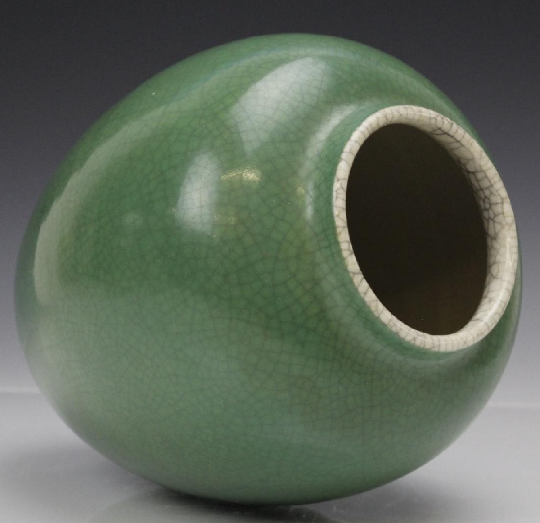18th - 19th Century Chinese Apple Green Glaze Vase - 3