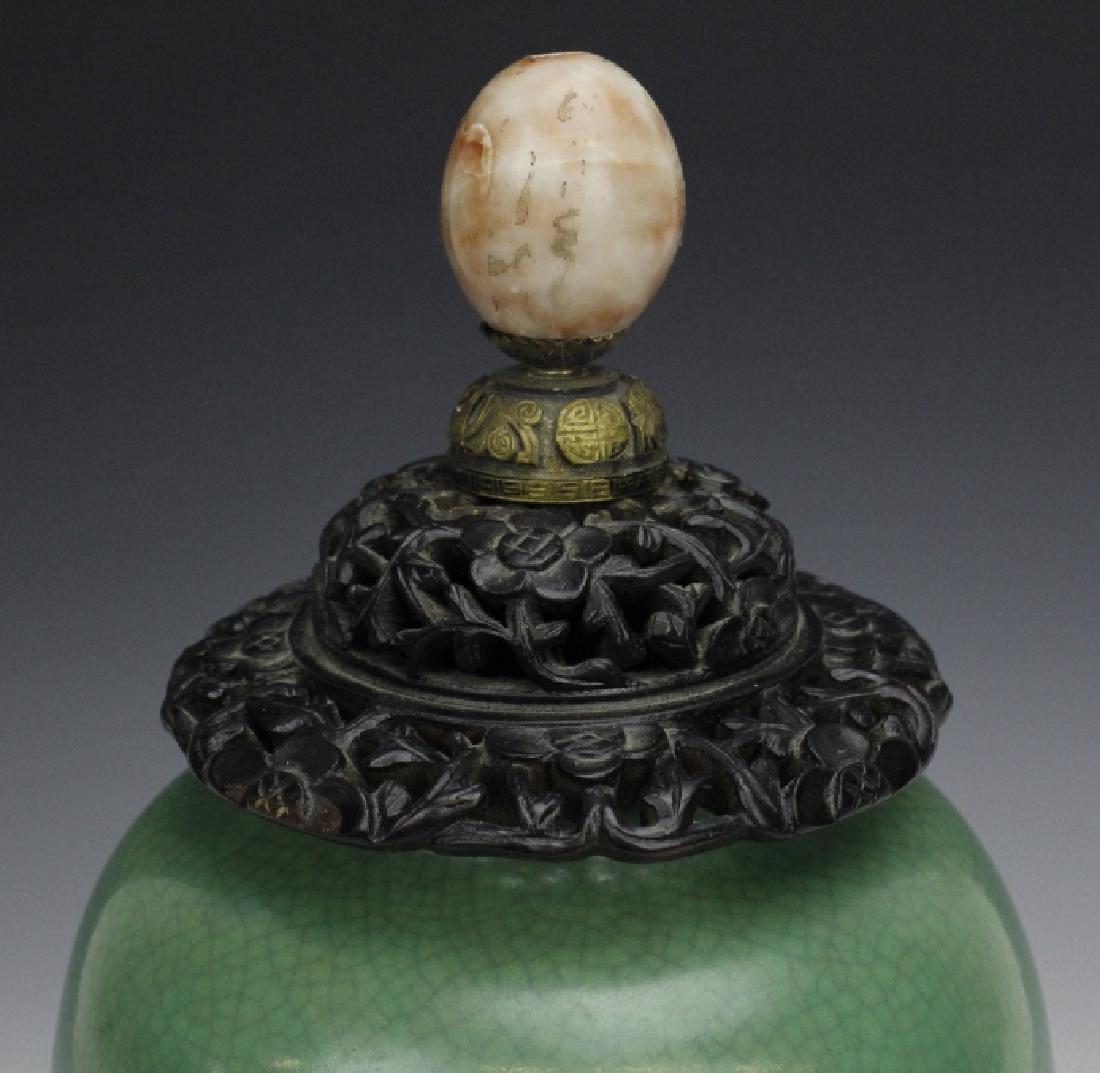 18th - 19th Century Chinese Apple Green Glaze Vase - 6