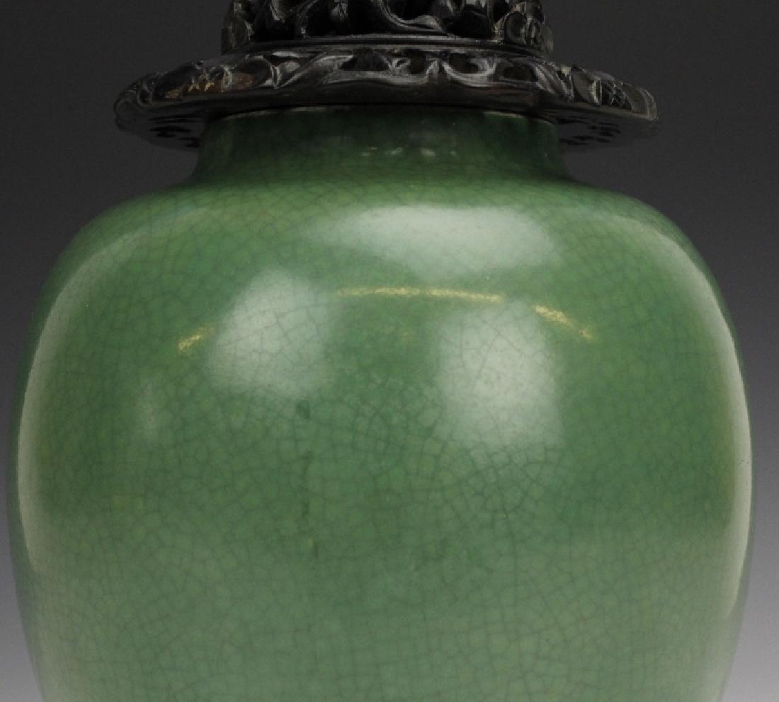 18th - 19th Century Chinese Apple Green Glaze Vase - 7