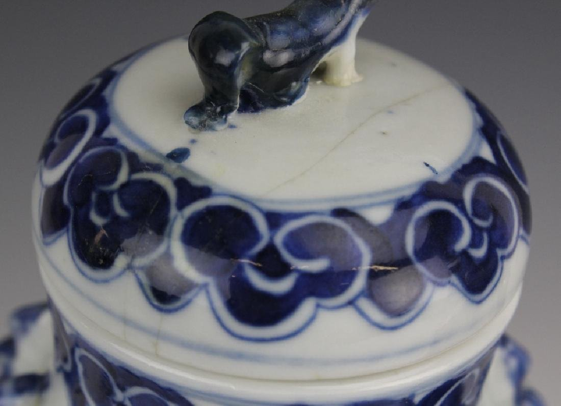 Pair of Chinese Export Blue White Porcelain Vases - 5