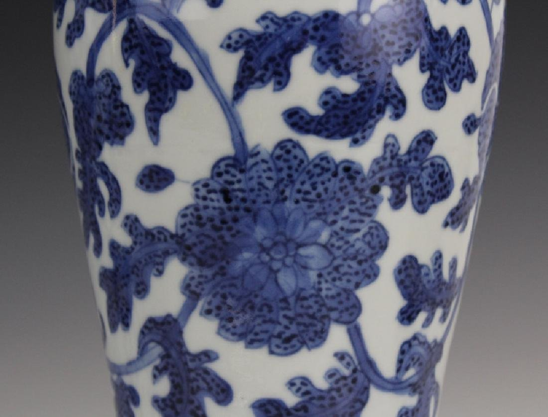 Pair of Chinese Export Blue White Porcelain Vases - 9