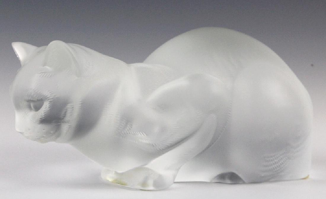LALIQUE French Crystal Cat Crouching Glass Statue - 2