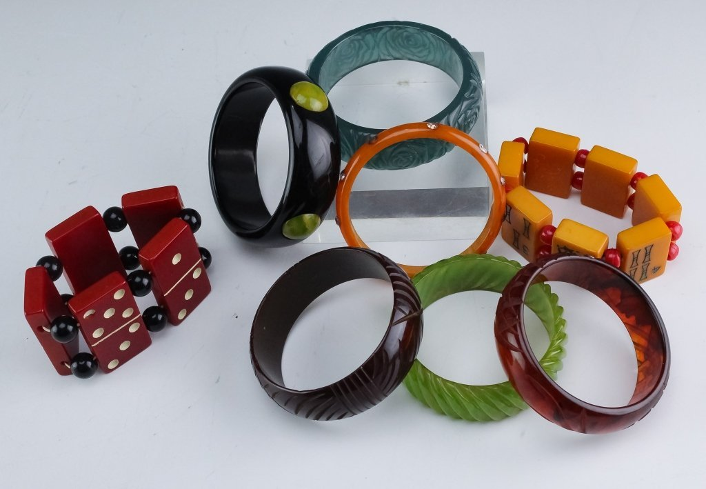 8 Vintage Bakelite Bracelet Bangles & Beads