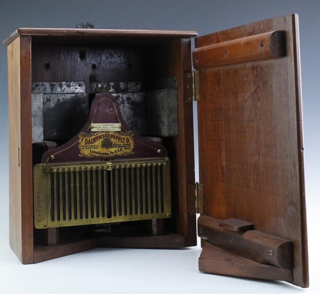 Antique Dairymans Supply Co. Scale & Original Case