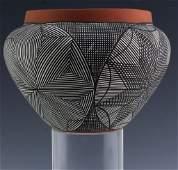 Native American Indian Ceramic Art Pottery Vase
