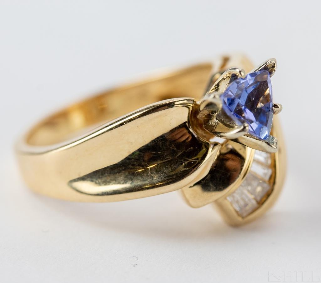 Ladies 14k Gold Diamond & Tanzanite Gemstone Ring