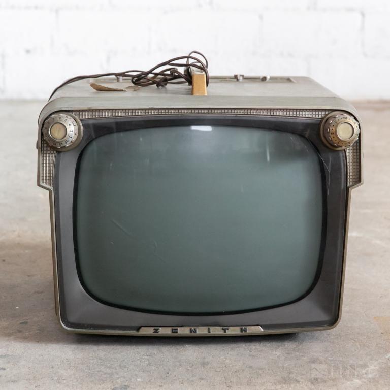 Modernist ZENITH A1817L Portable B&W TV Television