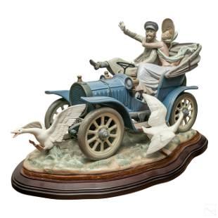 Lladro Car In Trouble Porcelain Figurine Sculpture