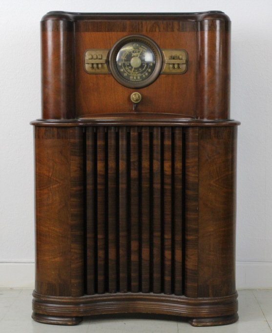 '37 Zenith Long Distance Console Radio from BASS MUSEUM