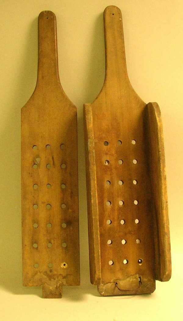 8: WOODEN PRIMITIVE CLOTHES/FRUIT RINGER:  C.1920