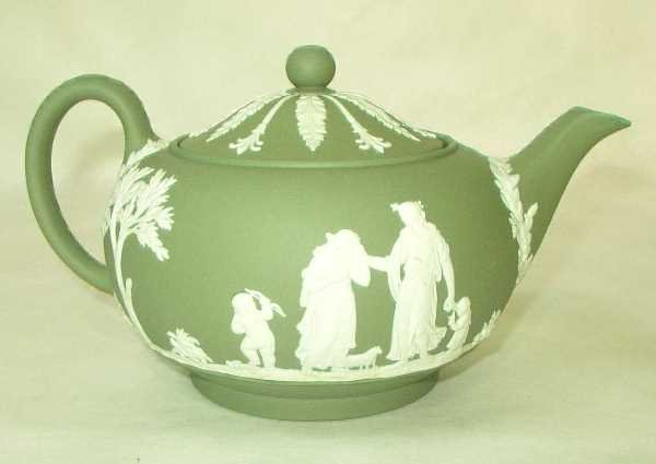 11: GREEN JASPERWARE TEAPOT: White Jasper Applied Class