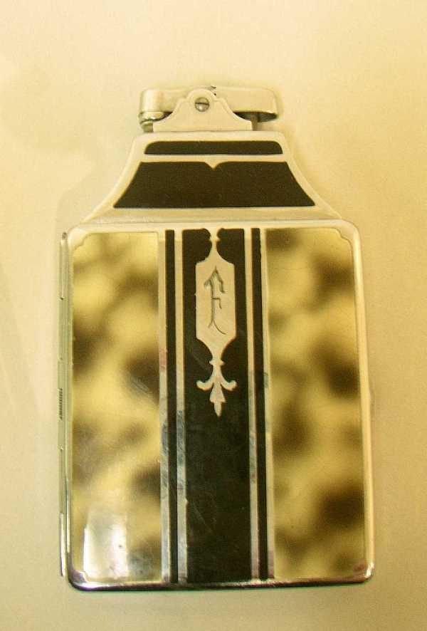 403: ART DECO RONSON CASE LIGHTER: C.1937, 4.25H.2.5W.