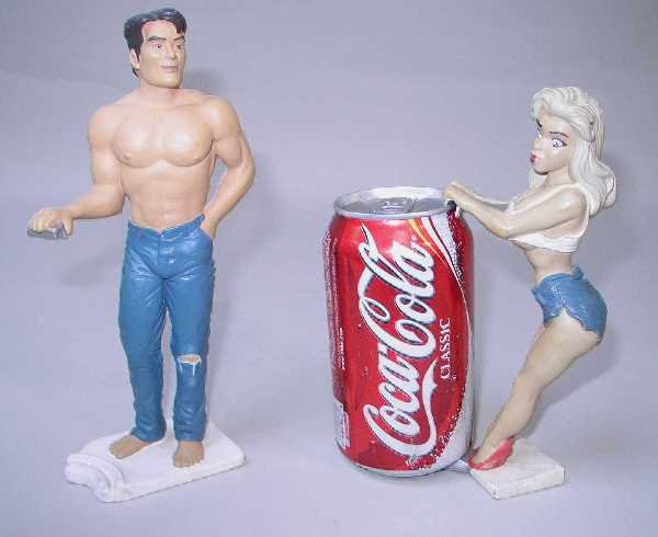 423: LITTLE ABNER AND DAISY MAE VINTAGE DRINK HOLDERS:C