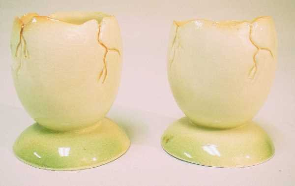 424: PAIR OF PORCELAIN EGG CUPS: Made To Look LikeCrack