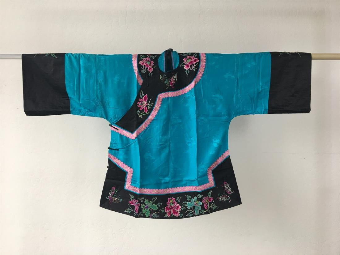 A CHINESE SILK WOMAN'S COAT