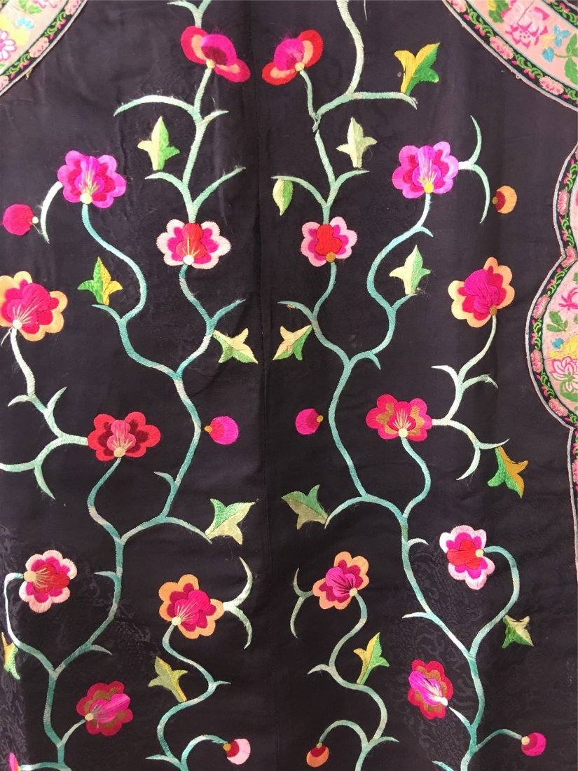 A CHINESE EMBROIDERED SILK LONG VEST - 5