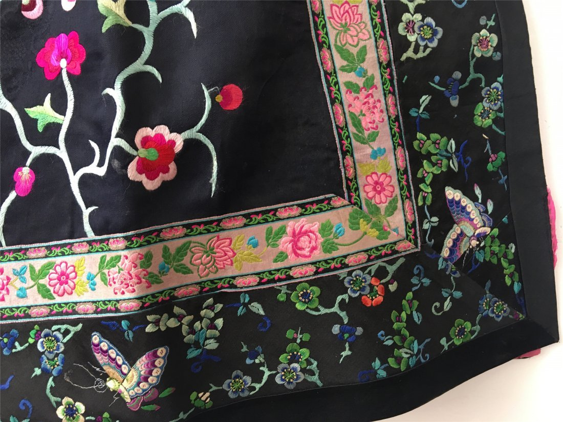 A CHINESE EMBROIDERED SILK LONG VEST - 6