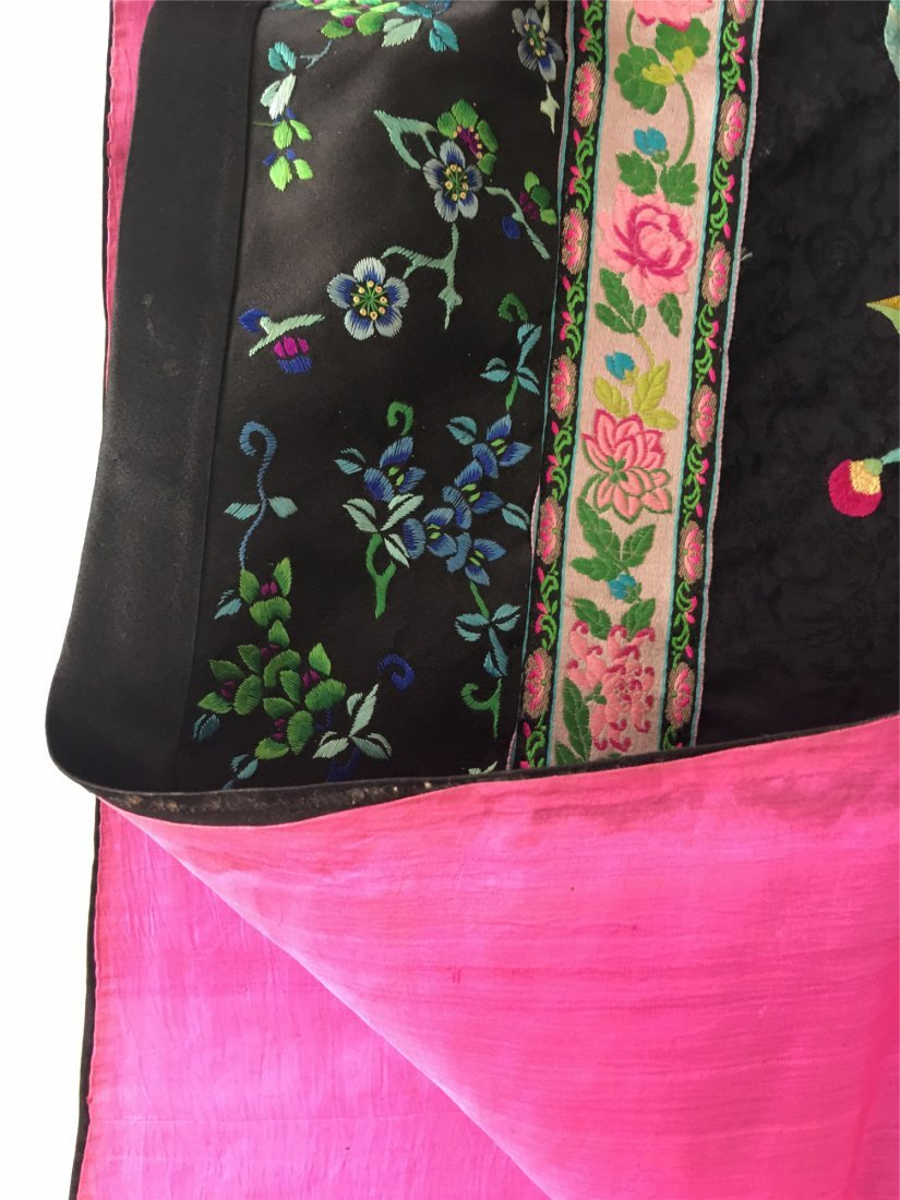 A CHINESE EMBROIDERED SILK LONG VEST - 8