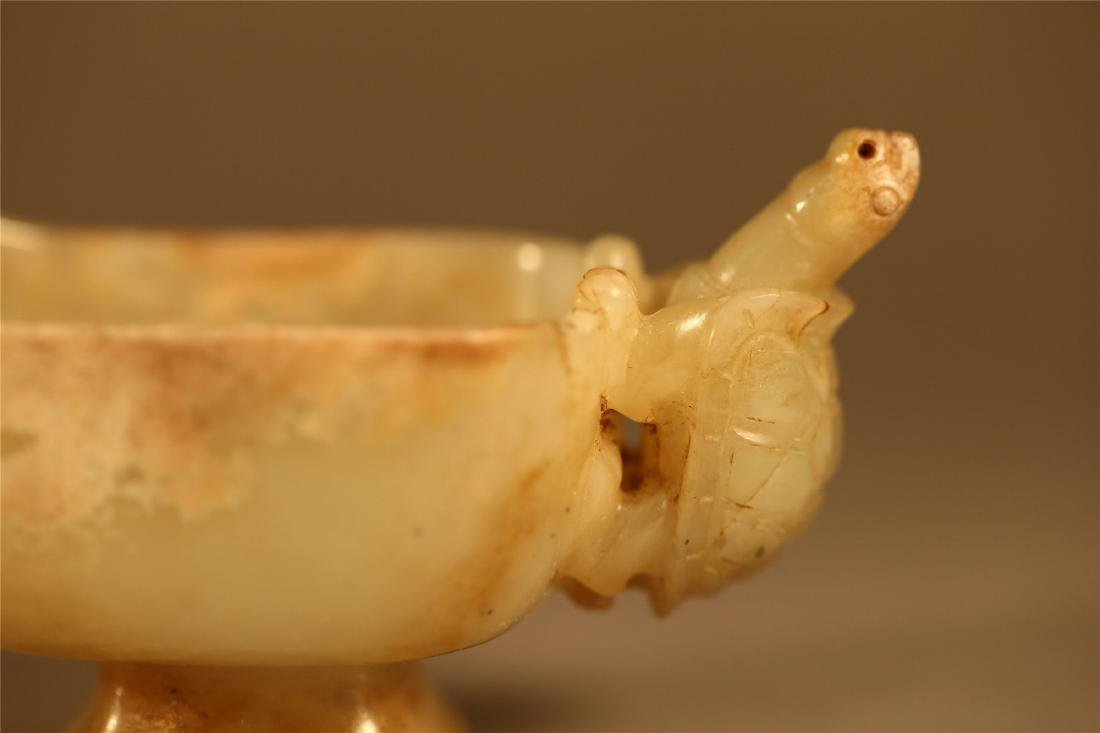 AN WHITE ARCHAISTIC JADE POURING VESSEL - 2