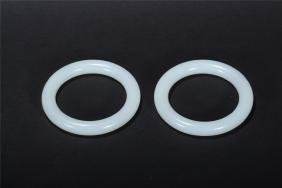 A PAIR OF CHINESE WHITE JADE BANGLES
