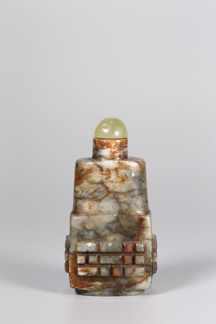 A CHINESE JADE SNUFF BOTTLE