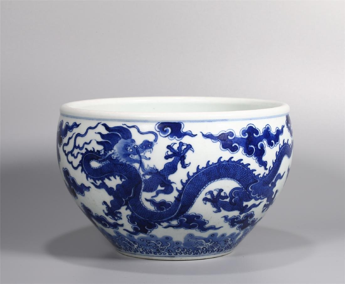 A CHINESE BLUE AND WHITE PORCELAIN DRAGON BRUSH WASHER