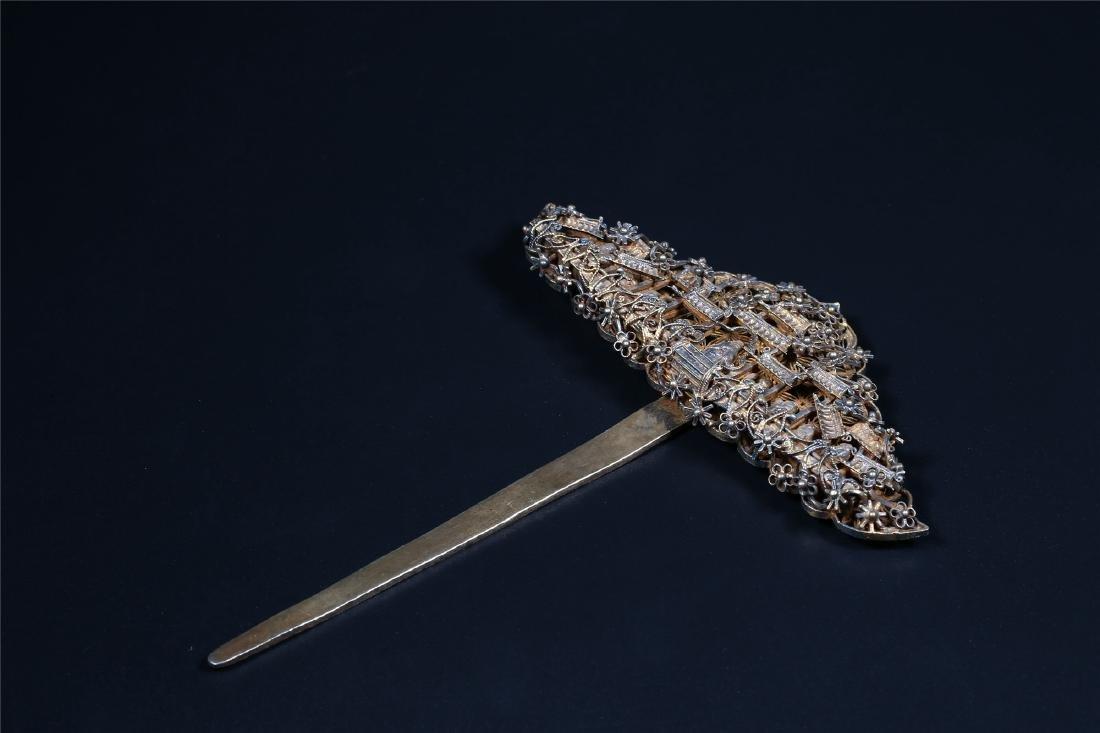 A CHINESE GILT SILVER HAIR PIN