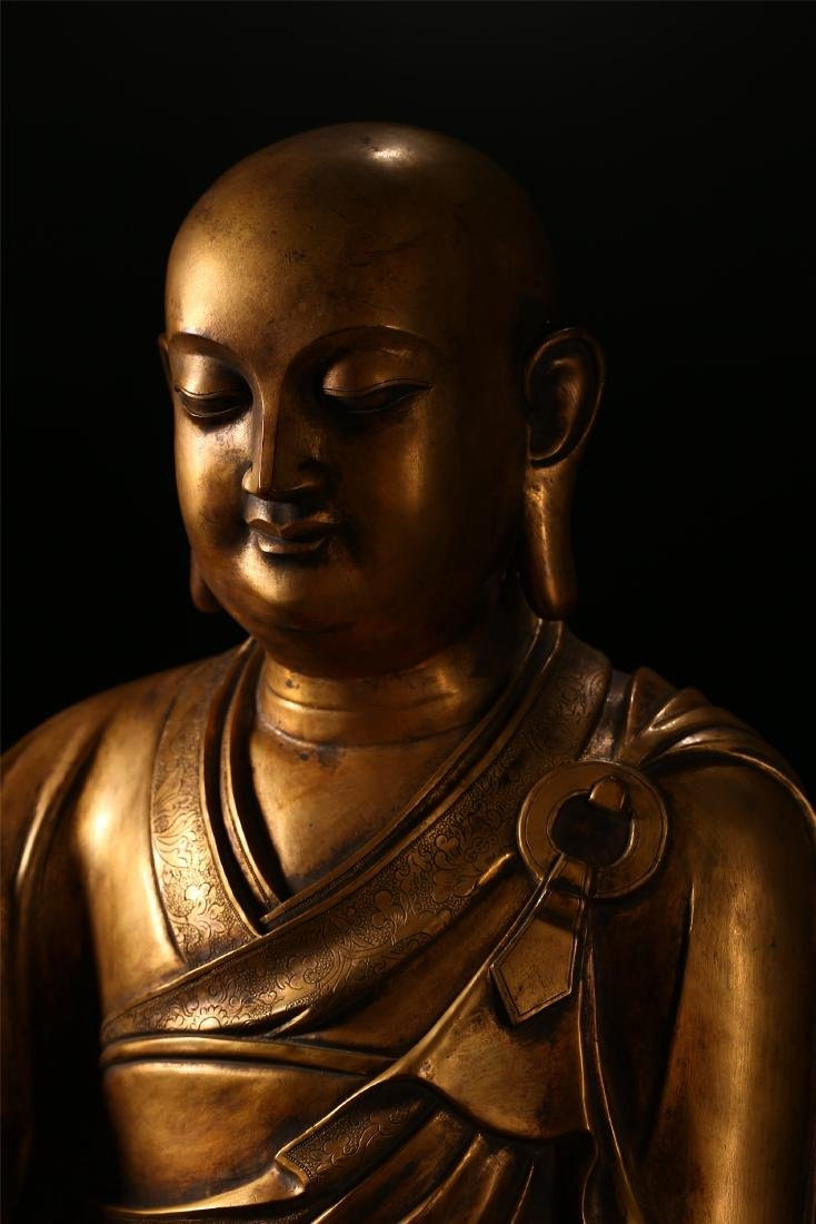 A CHINESE BRONZE FIGURE OF A LUOHAN - 2