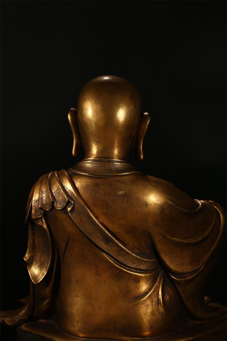 A CHINESE BRONZE FIGURE OF A LUOHAN - 6