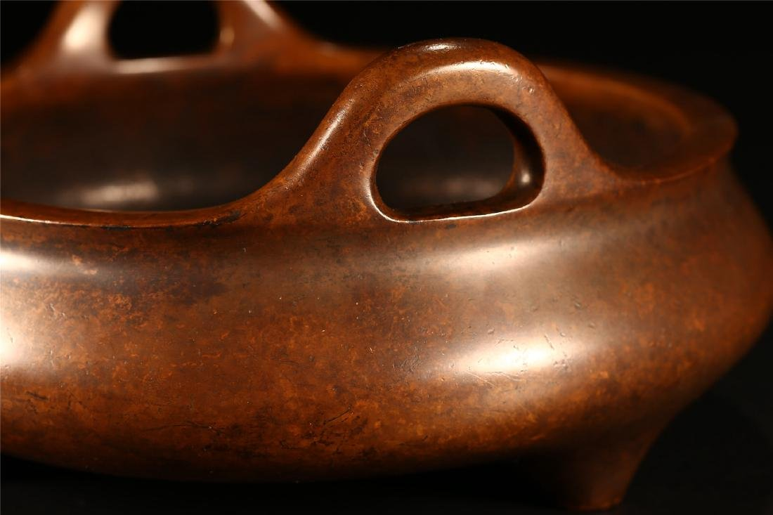 A CHINESE BRONZE DOUBLE HANDLED TRIPOD CENSER - 3