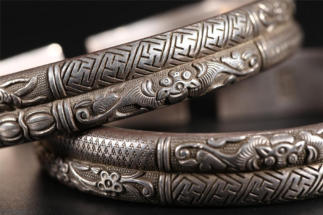 A PAIR OF CHINESE SILVER BANGLES - 5