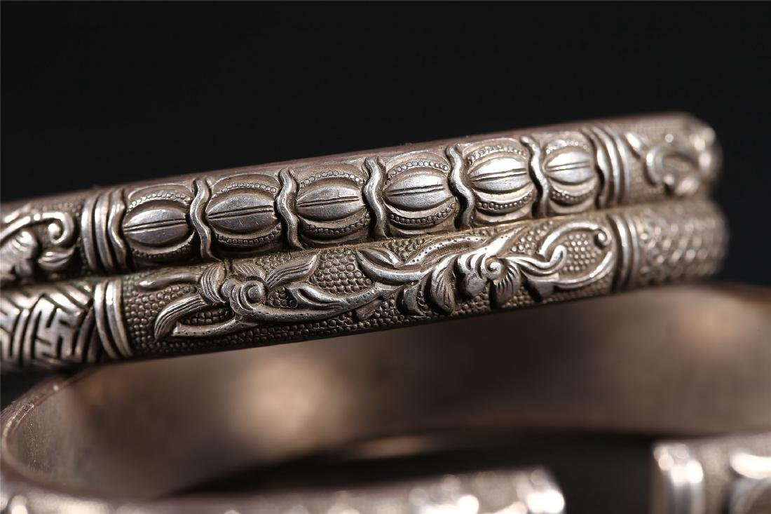 A PAIR OF CHINESE SILVER BANGLES - 8