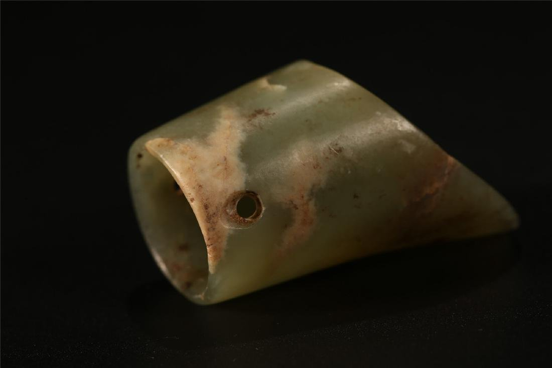 "A CHINESE ARCHAISTIC JADE ""HORSE HOOF"" VESSEL - 4"