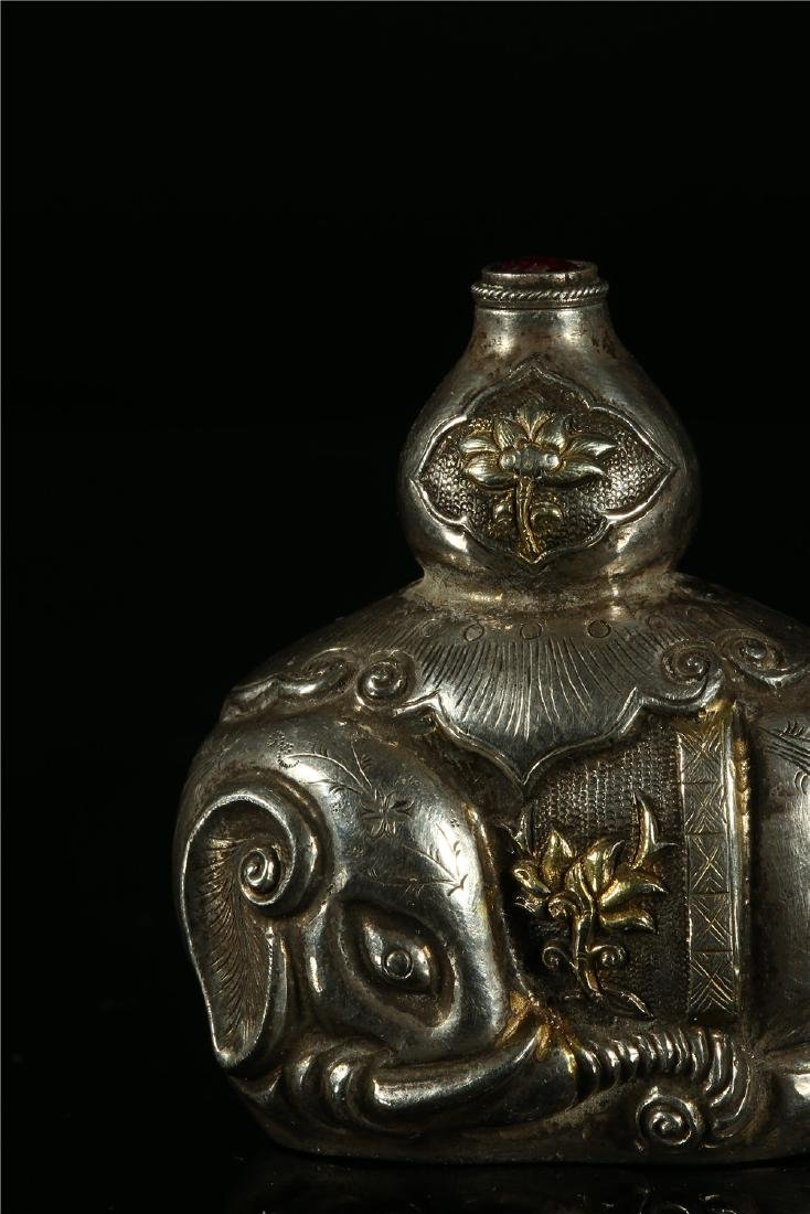 "A CHINESE SILVER ""ELEPHANT"" SNUFF BOTTLE - 2"