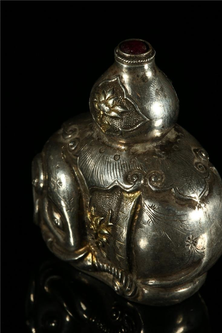 "A CHINESE SILVER ""ELEPHANT"" SNUFF BOTTLE - 3"