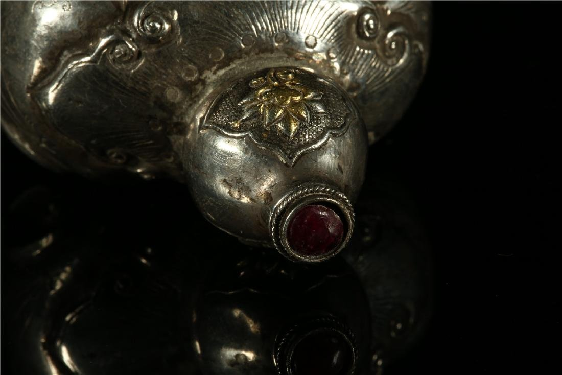 "A CHINESE SILVER ""ELEPHANT"" SNUFF BOTTLE - 4"