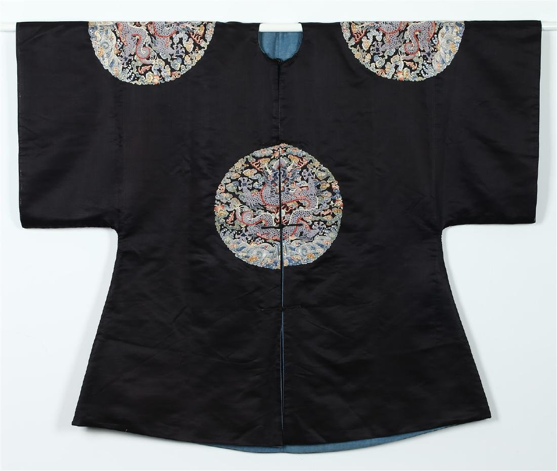 "A CHINESE SILK ""DRAGON ROUNDEL"" SURCOAT"