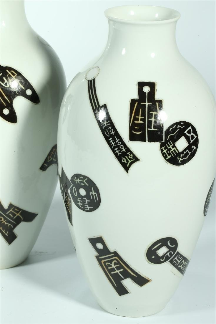 A PAIR OF CHINESE FAMILLE ROSE PORCELAIN VASES - 4