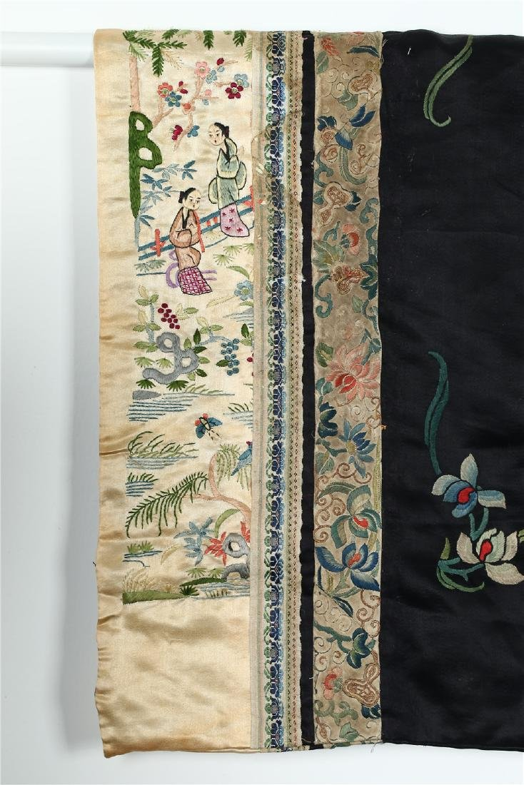 A CHINESE EMBROIDERED SILK WOMAN'S COAT - 10