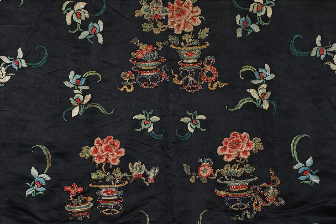 A CHINESE EMBROIDERED SILK WOMAN'S COAT - 8