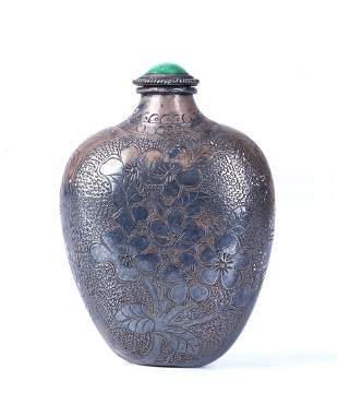 """A CHINESE SILVER """"FLOWER"""" SNUFF BOTTLE"""