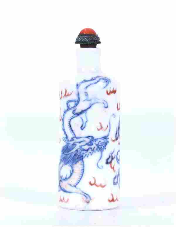 A CHINESE BLUE & IRON RED & WHITE PORCELAIN SNUFF