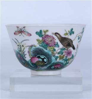 A CHINESE FAMILLE ROSE PORCELAIN BIRD AND FLOWER BOWL