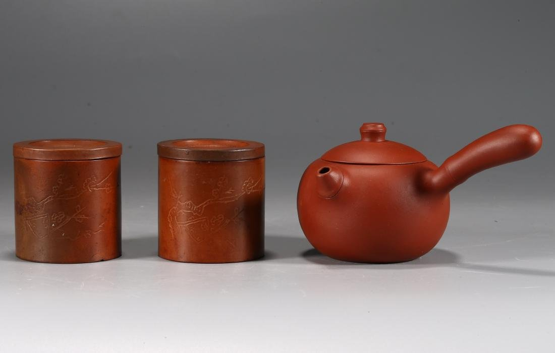 CHINESE YIXING WARE TEA POT AND PAIR OF CUPS AND COVERS